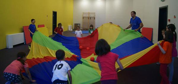 balonko-igranje-djeca-sport-zabava